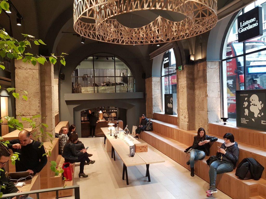 Wnętrze Areny zostało zaprojektowane przezświatowej sławy architekta Michele De Lucchi. Milano Designa Week 2019