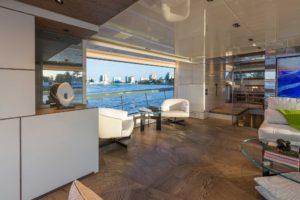 Drewniany parkiet Listone Giordano wewnętrzu luksusowego jachtu San Lorenzo