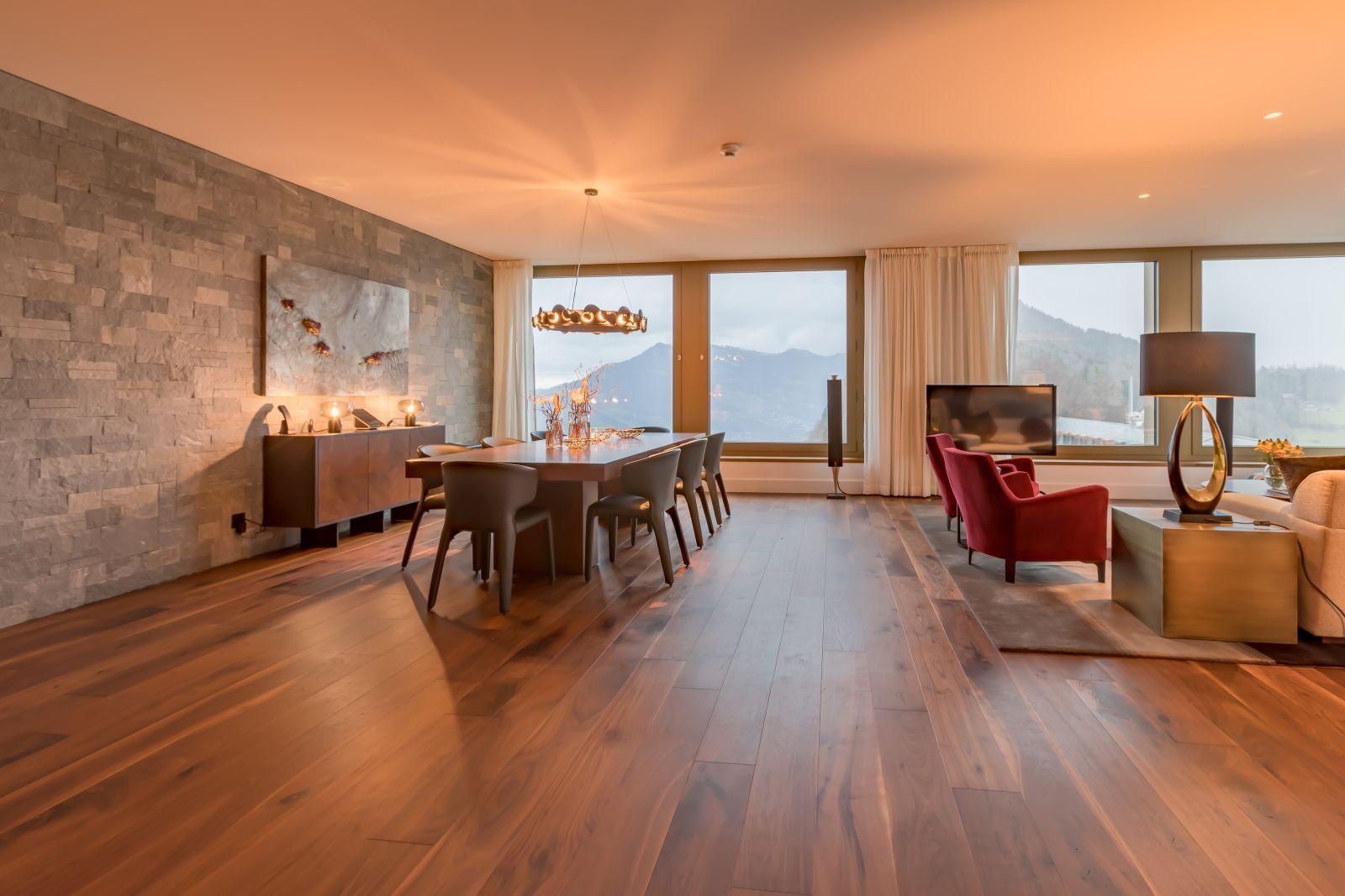 Drewniany parkiet Listone Giordano zorzecha amerykańskiego wznanym hotelu Bürgenstock wSzwajcarii