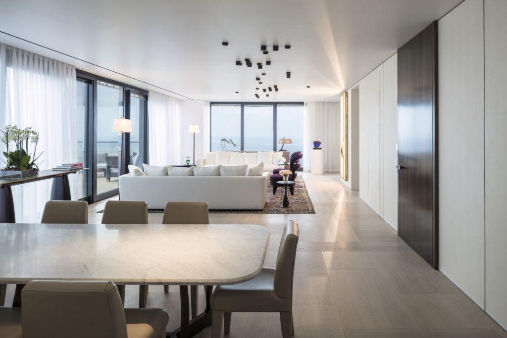 Luksusowy apartament wTel Awiwie. Projekt Irma Orenstein. Dębowy parkiet Foxtrot odListone Giordano