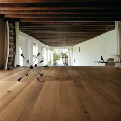 Dębowe deski podłogowe TUSCANIA to wynik spotkania najpiękniejszego drewna i geniuszu człowieka.